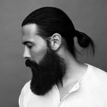 zog sich zurück samurai langen Haarschnitt für Männer