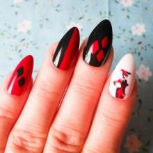 Halloween Acryl-Nägel Ideen schwarz weiß rot Farben