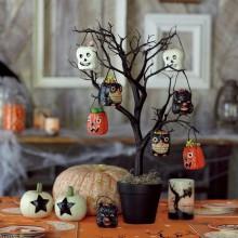 Halloween Baum Dekoration-Ideen-schwarz-Baum black flower pot Kürbisse