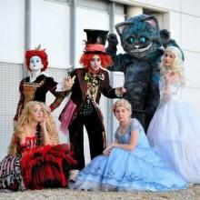 - Halloween-Kostüme Ideen, die Alice aus dem Wunderland Thema Kostüme