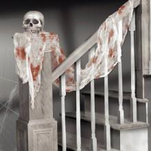 Halloween horror Deko-Ideen für gruselige Treppe Schädel blutigen Schal