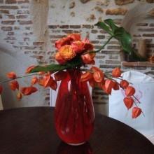 Herbst Deko-Ideen mit physalis Rosen Glas vase Tischdekoration