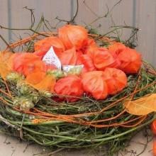 Herbst Deko-Ideen mit physalis Tisch Dekoration Weidenruten