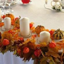 Herbst Deko-Ideen mit physalis Tisch-Girlande Herbst Blätter Säule Kerzen