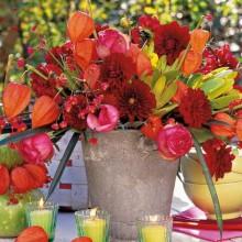 Herbst-Dekor-Blumen-arrangement im rustikalen Stil Tisch Dekor Tee-Kerzen