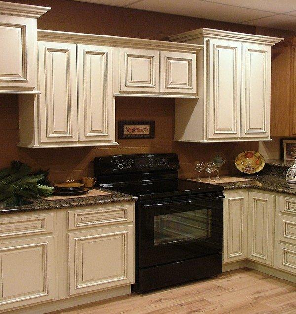 Küchenmöbel-Holz-antik-weiß-Schränke-Grau-Arbeitsplatten aus ...