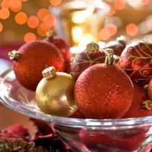 Last-minute-Weihnachten Tisch Mittelstück-Ideen Glas-Schale rot gold baumschmuck