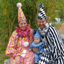 Niedliche Halloween-Kostüme Ideen Familie Kostüme clown theme