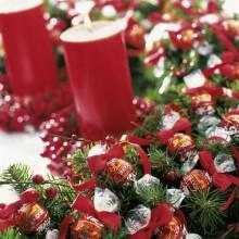 Weihnachts-Esstisch Herzstück Ideen adventskranz traditionell rot-grün-Farben