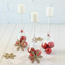 Weihnachts-Tisch-Deko-Ideen elegante Herzstück Brille rot Ornamente Schneeflocken