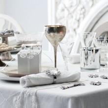 Weihnachts Tischdekoration Idee silbernen Ornamenten Kerzenhalter