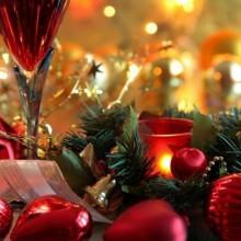 beste Weihnachts-Tisch-Deko-Ideen-rot weiß Weihnachten Tafelaufsatz Blumen Kerzen