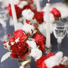 besten Weihnachts-Tisch-Deko-Ideen-rot-weiße Farben grün Zweige