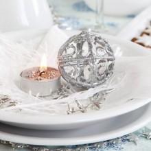 besten Weihnachts-Tisch-Dekor-Ideen-Silber-Kerzen-Teller-Tisch das setzen von cookies