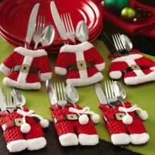 besten Weihnachts-Tisch Dekor-Ideen rot weiß Besteck Halter Santa Claus Kostüm