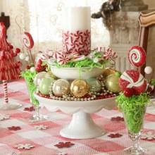 bunte Weihnachts-dinner-Tisch Herzstück Süßigkeiten, christbaumschmuck Säule Kerze