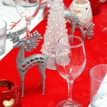 glamourösen Weihnachts-Tisch-Deko-Ideen gold-rot festliche Dekorationen