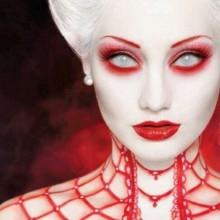 halloween make-up Ideen, Vampir-make-up Kontaktlinsen rote-Augen-Schatten
