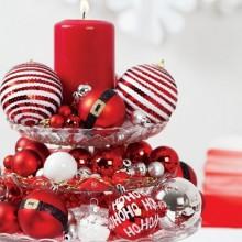 kreative Tabelle Herzstück Ideen dessert stand Weihnachtskugeln rot weiß Kerze