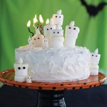 nette halloween-Kuchen-Ideen weißen Kuchen-marshmallow-Bonbons