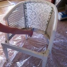 reupholster einen Stuhl DIY-Unterseite