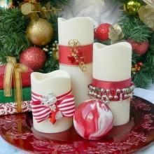 rot weiß Weihnachten Mittelstück Tisch Dekoration Ideen mit Kerzen rot-tray