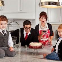 super fun Christmas photo ideas family photos christmas cake