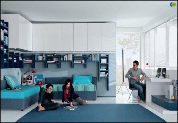 teen boy Schlafzimmer Ideen weiß-Möbel-blau-Teppich blau-Regale ...