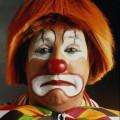 traurige clown make-up Halloween make-up Ideen, rote Perücke, rote Nase