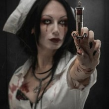 coole-horror-halloween-kostueme-schrecklich-krankenschwester-damen-halloween-kostueme