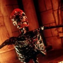 friedhof-zombie-monster-make-up-ideen-halloween-blutige-knochen-23