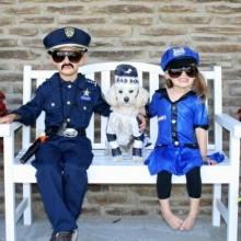 geschwister-kostueme-ideen-halloween-cop-2