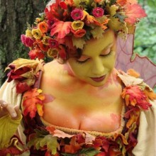 halloween-kostuem-frau-mutter-natur-herbst-blaetter-4