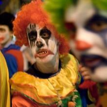 halloween-kostueme-fuer-teenager-make-up-ideen-gruselige-clowns
