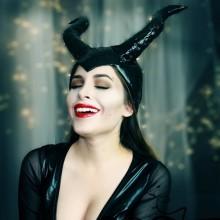 ideen-halloween-kostueme-fuer-frauen-maleficent-make-up-dunkle-fee