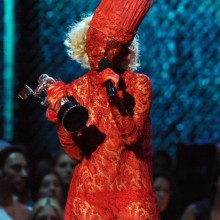 lady-gaga-stage-show-rot-halloween-kostuem-ideen-1