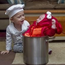 lustige-halloween-kostueme-kleinkind-baby-koch-koch-hummer-5