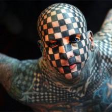 matt-gegangen-tattoos-schachbrettmuster-make-up-ideen-halloween-party-42