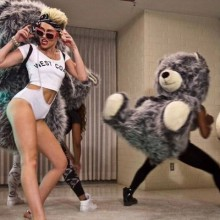 miley-cyrus-halloween-kostuem-beruehmte-video