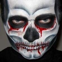 schaedel-blut-halloween-make-up-ideen-maenner-32