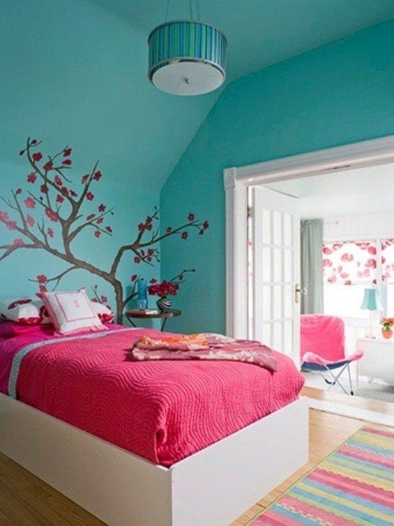 schlafzimmer-design-schraege-decke-dachboden-ideen-baum-deko-blau ...