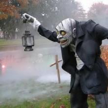 spooky-halloween-hof-deko-ideen-zu-halloween-requisiten-ideen