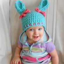 baby-junge-Ostern-outfits Ideen Strickmütze Hasenohren