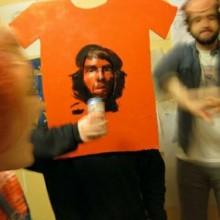 bizarren-halloween-kostueme-che-guevara-shirt-karton-35