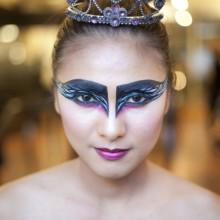black-swan-halloween-make-up-ideen-frauen-14
