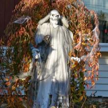 cool-gruselige-halloween-dekorationen-halloween-requisiten-garten-deko-ideen