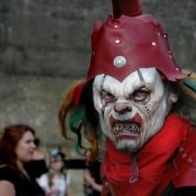 creepy-clown-kostuem-scary-halloween-make-up-ideen