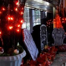 einfach-coole-halloween-deko-ideen-grabsteine-augaepfel
