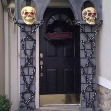 halloween-deko-ideen-tuer-dekoration-halloween-requisiten-arch-schaedel