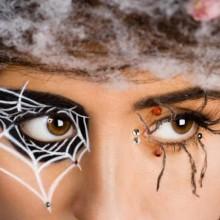 halloween-make-up-ideen-spinnennetz-auge-dekosteine-16